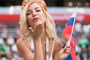 Воздушный поцелуй Натальи Немчиновой (самой красивой болельщицы России на ЧМ-2018)