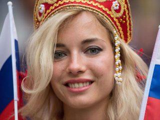 Наталья Немчинова в кокошнике на Чемпионате мира 2018 в России